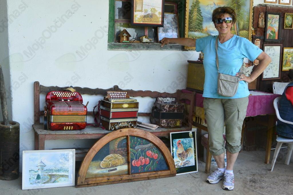 Binca in njene umetnije, ki jih je podarila turističnemu društvu