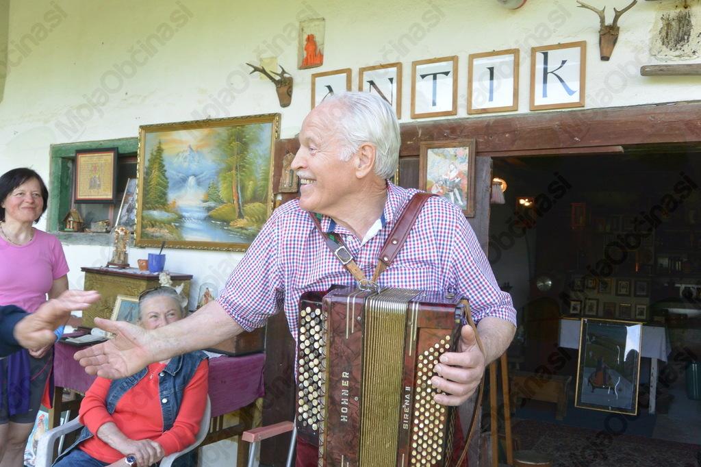 Razigran gospod Frančišek, ki je izjemen gostitelj