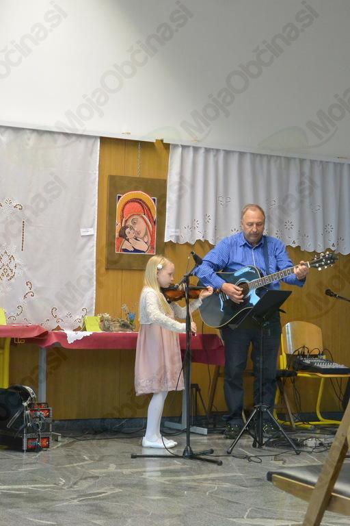 Mala Patricija z violino