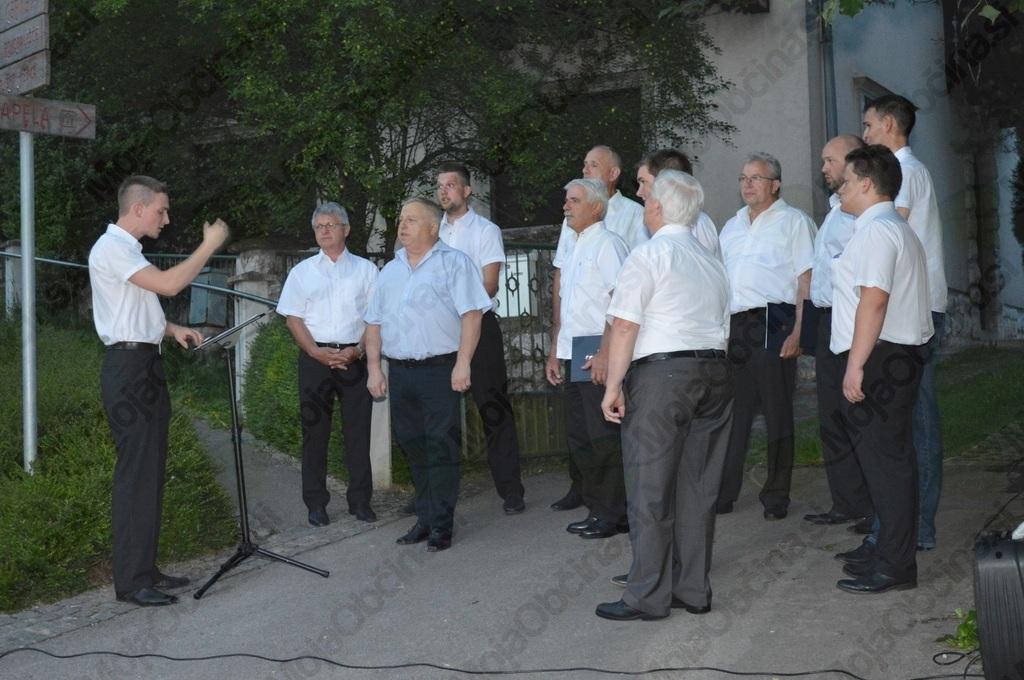 Pevci MoPZ Janko Kersnik pred lipo samostojnosti na Homcu