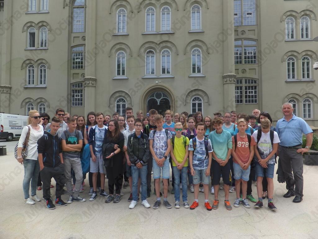 Veterani popeljali  učence višjih razredov Osnovnih šol na ogled Vojnega muzeja Slovenske vojske v Kadetnico Maribor