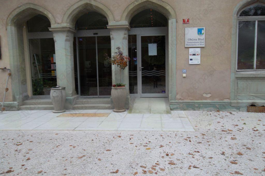 Krajevni urad Bled, ki posluje v prostorih Občine Bled, je do preklica zaprt.