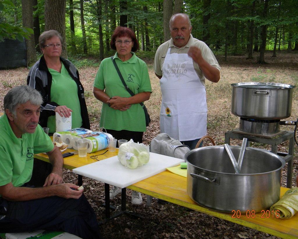 Ekipa kuharjev praženega krompirja