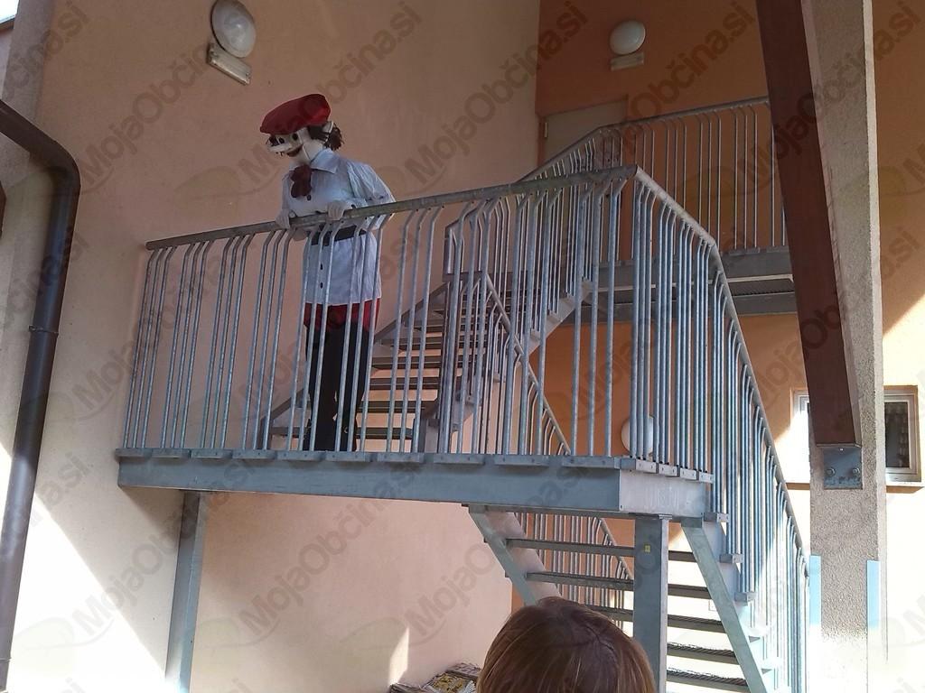 Kamšibaj gledališče in škrat Rudi v Knjižnici Dvor