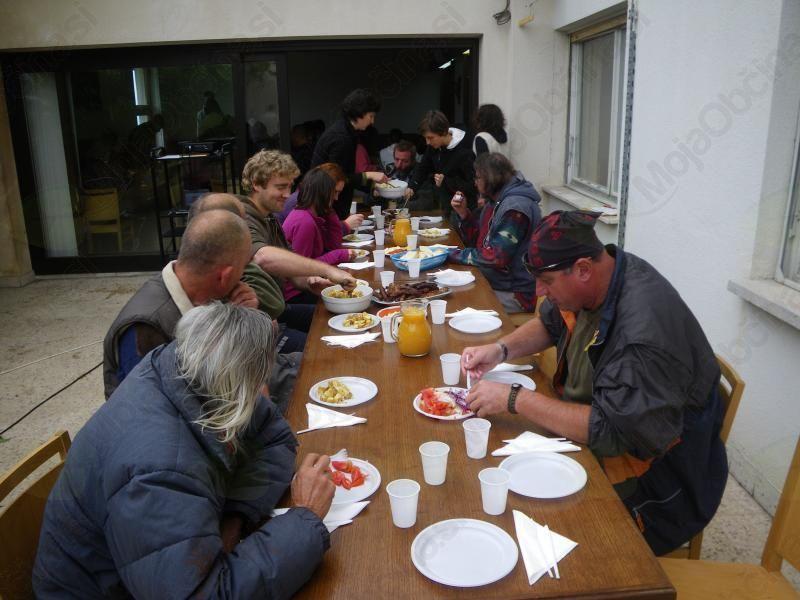 Kostanjev piknik z brezdomci