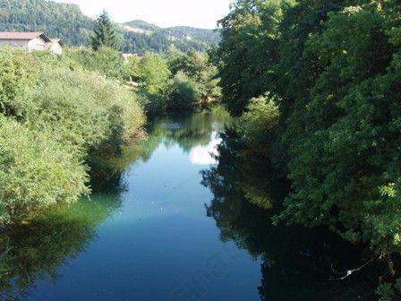 Stari zakon o vodah je omogočil izgradnjo KEMIS-a in pozidavo priobalnega pasu z zasebnimi hišami