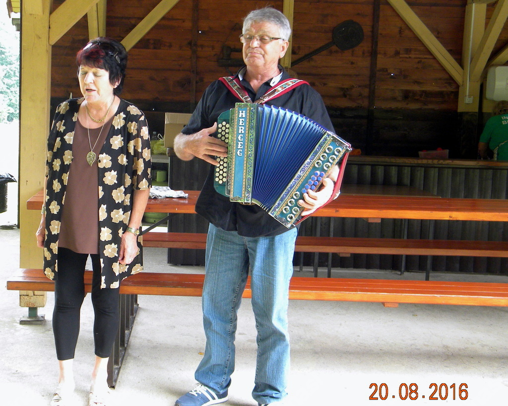Zakonca Letonja, nastopajoča v kulturnem programu