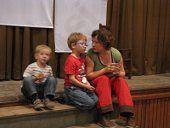 Neža - po nastopu z otrokoma