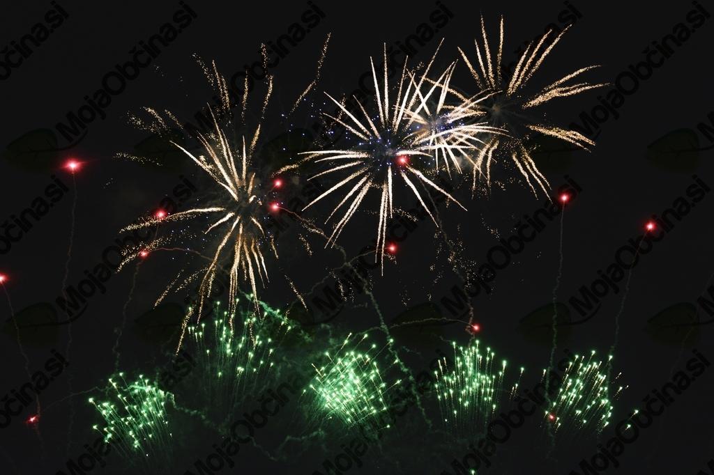 Noč na Vrhniki znova privabila več tisoč obiskovalcev