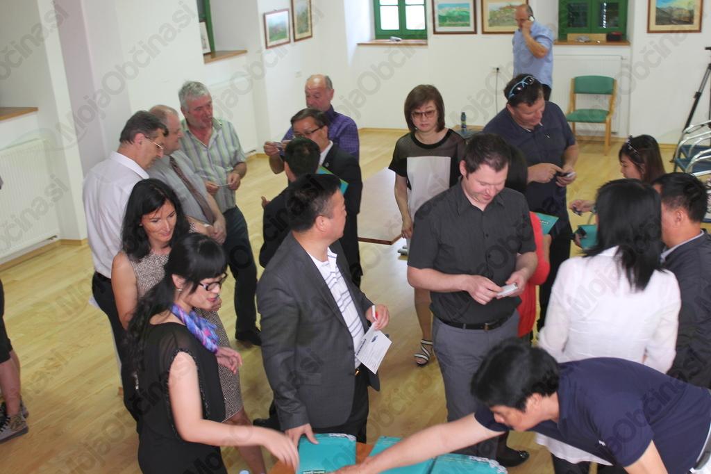 Poleg turizma pa je delegacijo iz Kitajske zanimalo tudi gospodarstvo, zato so bili na spreje povabljeni gospodarstveniki iz Posočja, ki so ob tej priložnosti navezali nove poslovne povezave. Foto: Nataša Hvala Ivančič