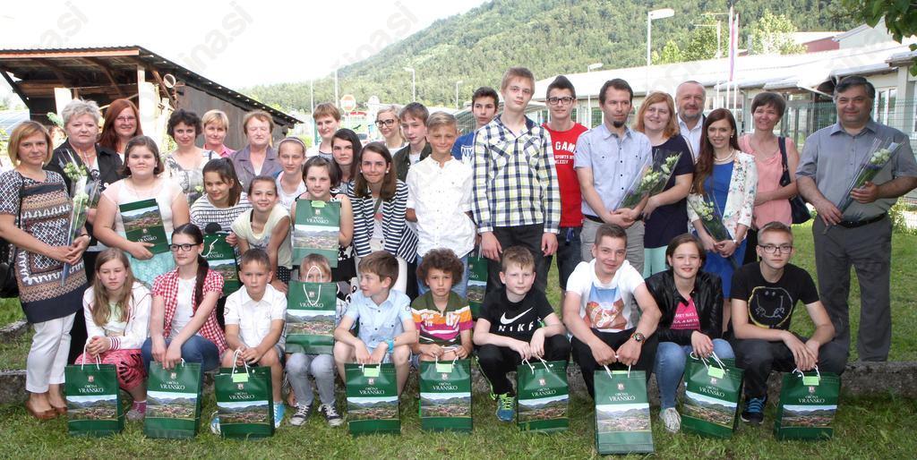 Nagrajenci, župan Franc Sušnik, ravnatelja mag. Gorazd Kozmus in prof. Majda Pikl