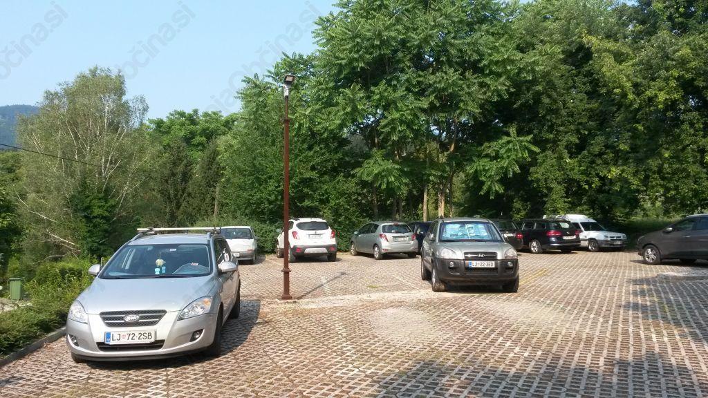 Parkirno mesto za starše z otroškimi vozički
