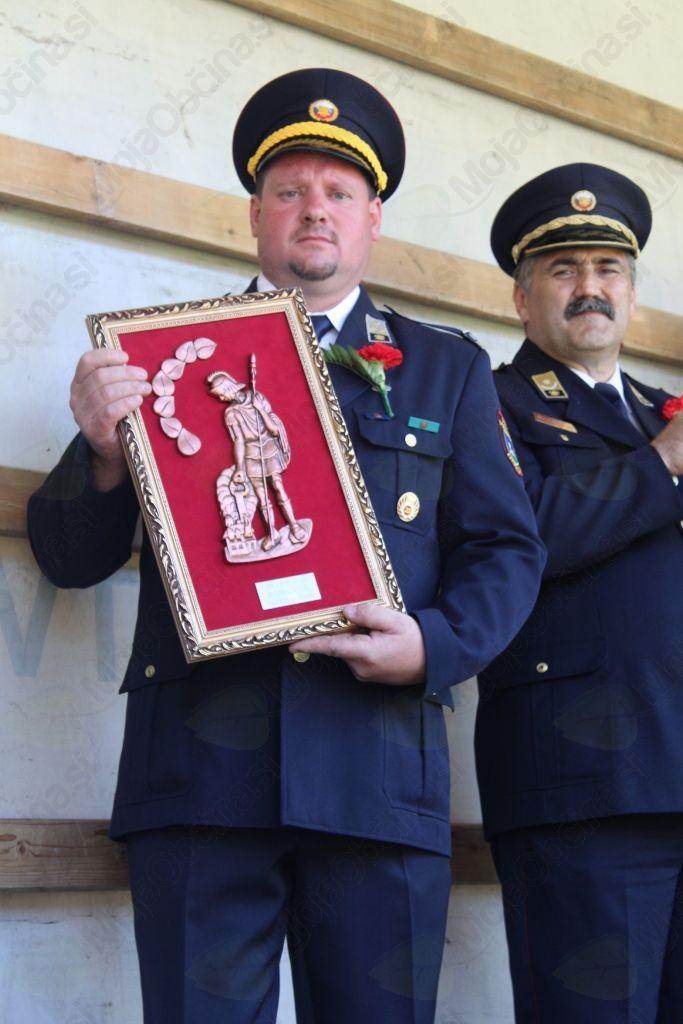 Predsednik PGD Podolnica je v imenu društva s strani GZ Horjul prejel priznanje za 30-letno delovanje.