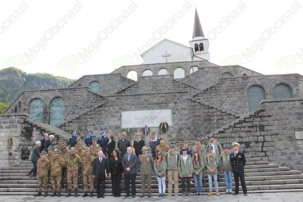 V torek, 24. maja 2016, so Kobarid obiskali kadeti in kadetinje vojaške akademije v Torinu in pripadniki brigade Taurinense. Foto: Nataša Hvala Ivančič