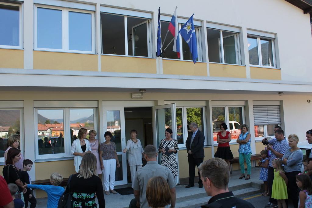 Letos je sprejem vseh prvošolčkov naše občine prvič potekal na centralni šoli v Kobaridu. Foto: Nataša Hvala Ivančič