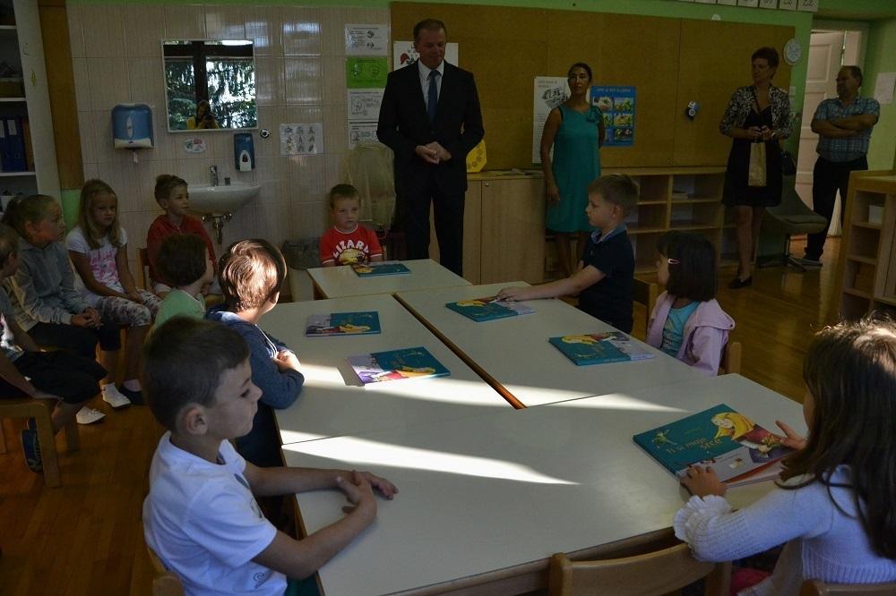 Župan posladkal 103 prvošolce
