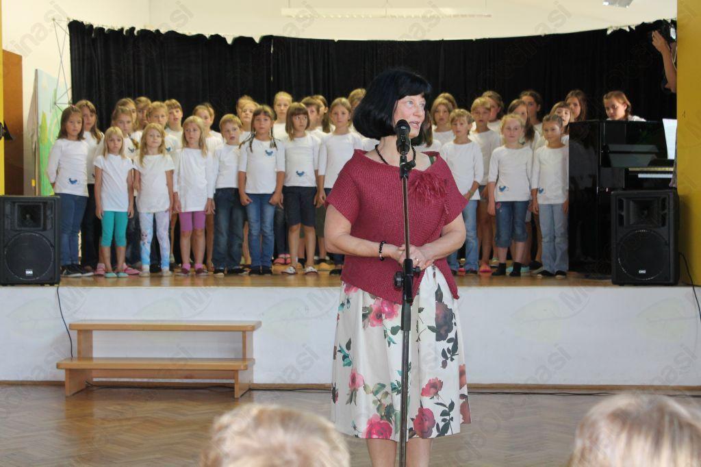Generacijo prvošolčkov letnik 2009 je prevzela učiteljica Martina Koren, skupaj z Auroro Calvet in Pjerino Sovdat. Foto: Nataša Hvala Ivančič