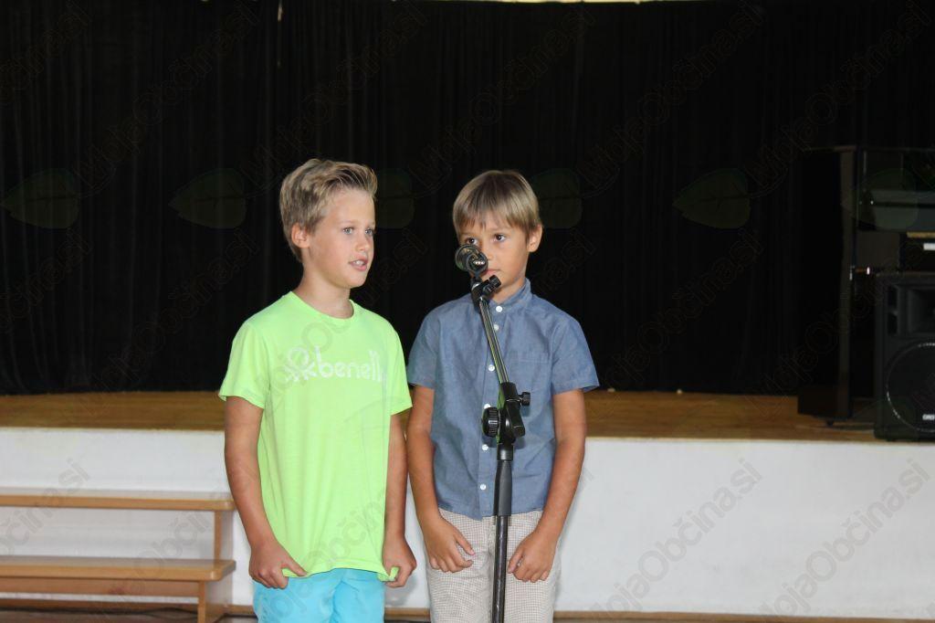 Mlada recitatorja, Vid in Leon. Foto: Nataša Hvala Ivančič