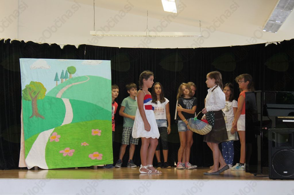 Četrtošolci so zaigrali predstavo. Foto: Nataša Hvala Ivančič