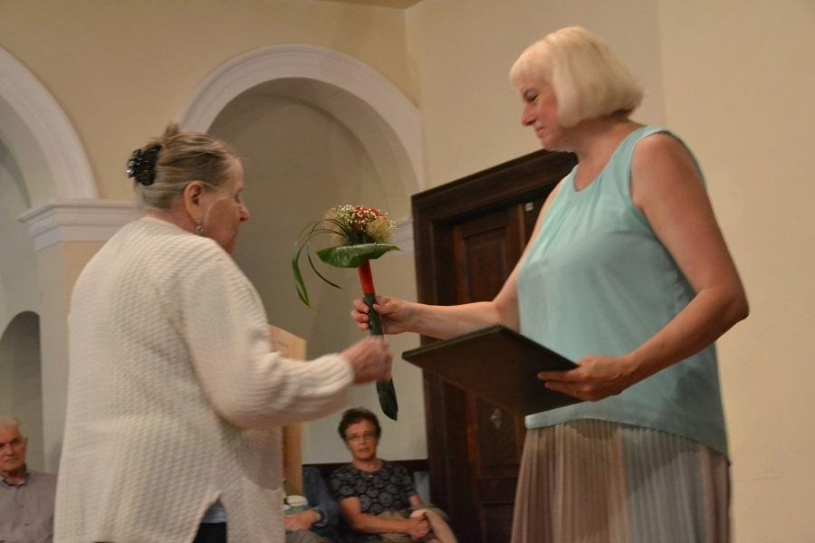 Velika zahvala s skromno pozornostjo je bila izrečena dolgoletni predsednici društva Marijani Yartz.