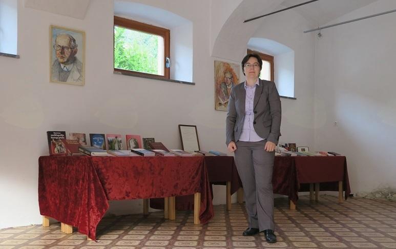 Andreja Kozjek, avtorica razstave del msgr. Janeza Zupeta.