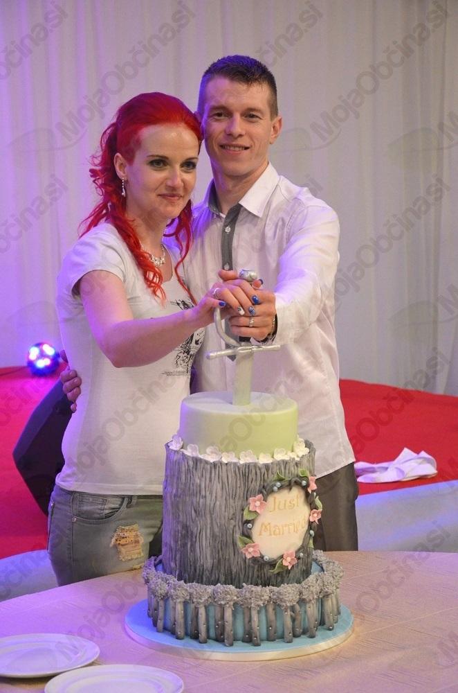 Zmagovalca natečaja Najina zgodba sta se poročila