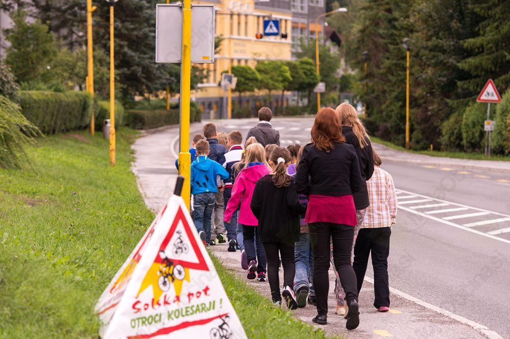 Skupina šolarjev je obiskala varno točko. FOTO Tomaž Zupan