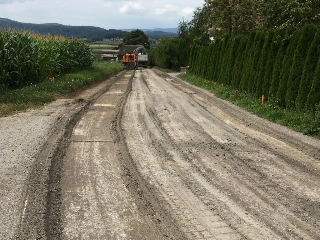 Izkop pred utrjevanjem in asfaltiranjem.