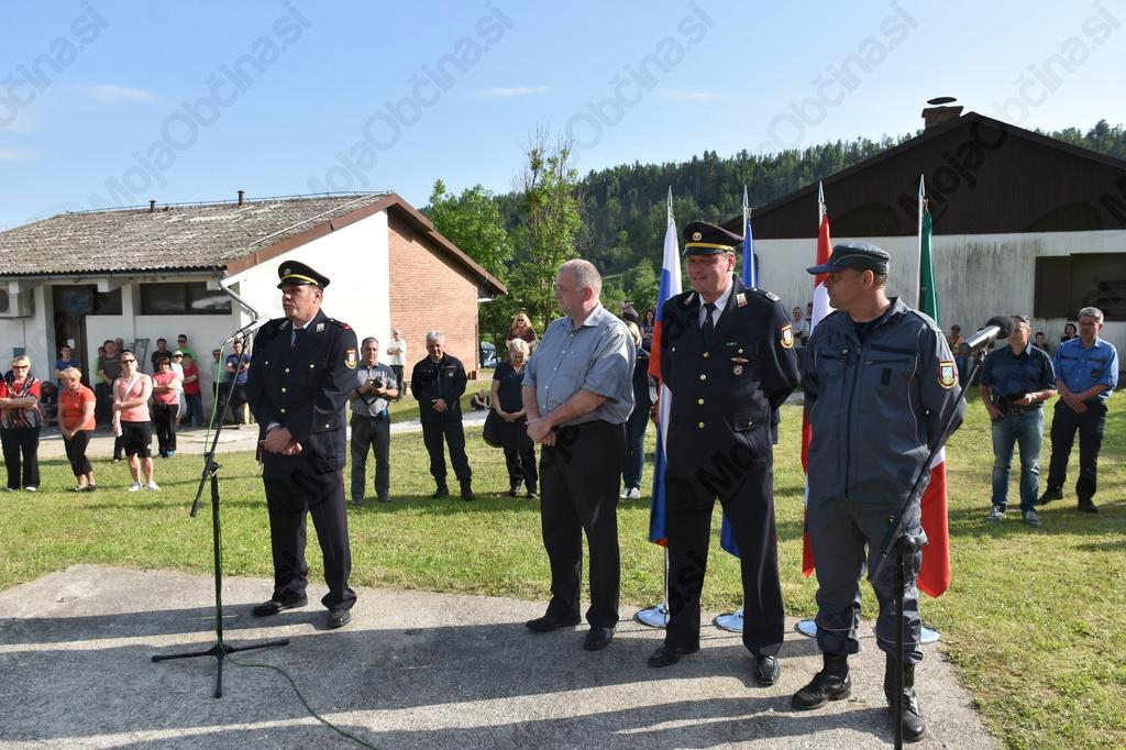 Predsednik PGD Breginj se je zahvalil in poudaril, da je novo gasilsko vozilo velika pridobitev za Breginjski kot.