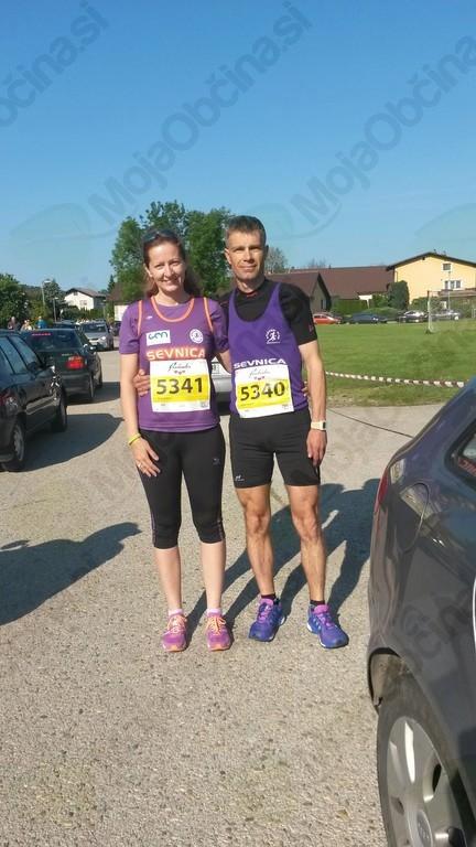 Vanja in Robert Lendaro na maratonu Treh src