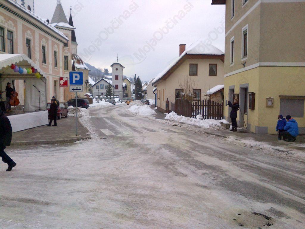 Žalostna podoba trga Vransko ob slovenskem kulturnem prazniku