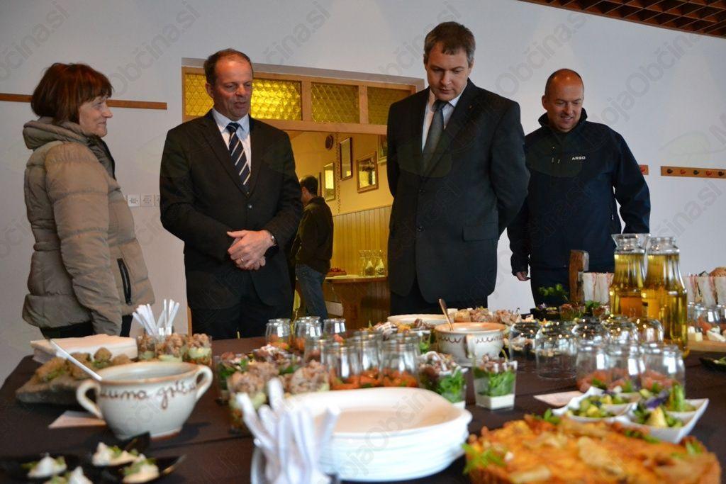 Po koncu uradnega dela se je minister Židan spoznal še s kulinaričnimi dobrotami, ki jih je pripravila Brunarica Grič.