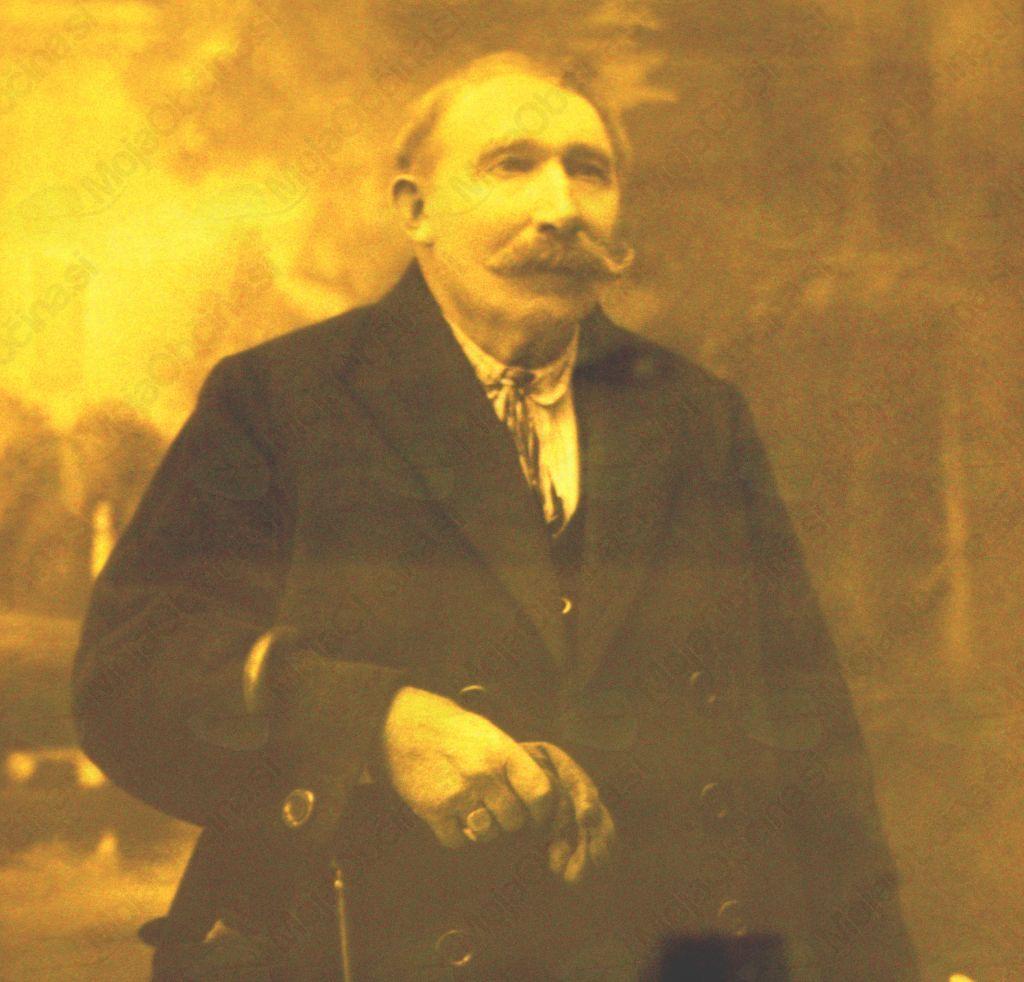 Družinsko tradicijo zdravilstva je na Drenov Grič prinesel Josip Permoser, ki se je leta 1913 z družino iz Roj pri Šempetru v Savinjski dolini preselil na Drenov Grič.