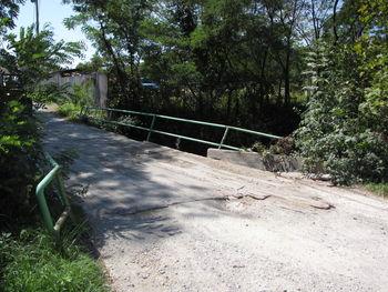 Znan izvajalec za gradnjo nadomestnega mostu čez Hudinjo v Višnji vasi