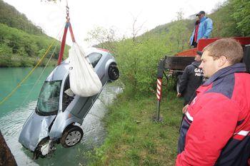 Nesreča s srečnim koncem: mimoidoči voznik rešil ponesrečenki iz Soče