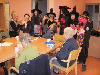 Čarovnice na obisku v Hiši dobre volje Deskle