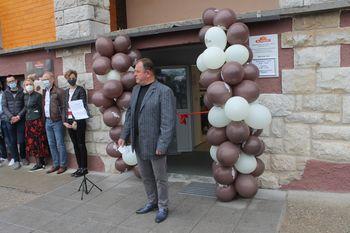Kostanjevica na Krasu s prenovljenimi prostori kulturnega doma in bogatejša za novo trgovino