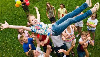 Ali tudi prihajajoče počitnice med drugim prinašajo vidne ekonomsko-socialne razlike med otroci in mladostniki?