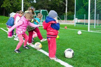 Kako ponuditi otroku in mladostniku zanj primerne interesne dejavnosti?