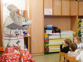 Koledniki in Dedek Mraz v vrtcu