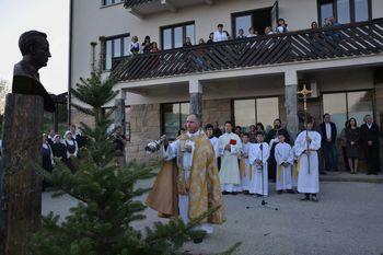 V poklon škofu in misijonarju Trobcu
