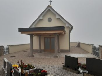 Pridobljeno uporabno dovoljenje za poslovilno vežico v Črnem Vrhu