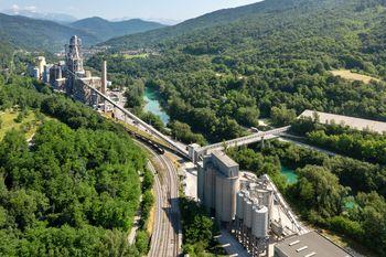 Salonit Anhovo in Interenergo podpisala dogovor o gradnji ene največjih sončnih elektrarn na strehi v Sloveniji