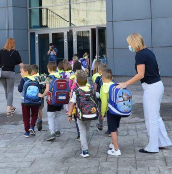 Začetek novega šolskega leta: 85 prvošolcev prvič prestopilo šolski prag