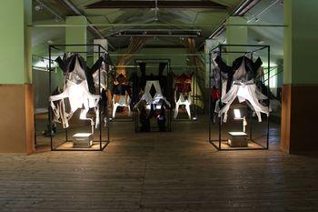Prostori srečanja tekstila s telesom pod obleko