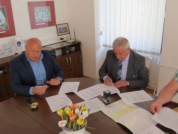 Podpisana pogodba za sanacijo vodotoka Stojanšk in rekonstrukcijo dela Stare ceste v Horjulu