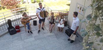 Glasbeni nastop družine Nose