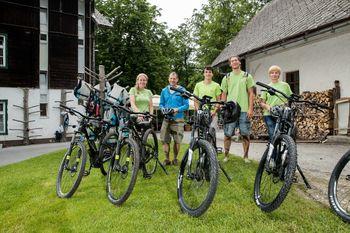 Z e-kolesi v dolino Voje