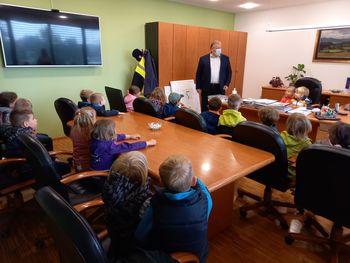 Otroci iz vrtca na obisku pri županu