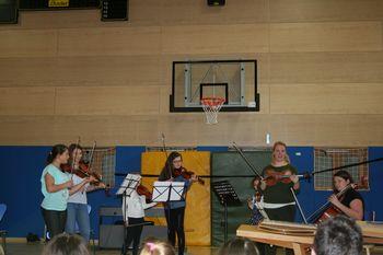 Glasbeniki Glasbene šole Sevnica na obisku v OŠ Tržišče